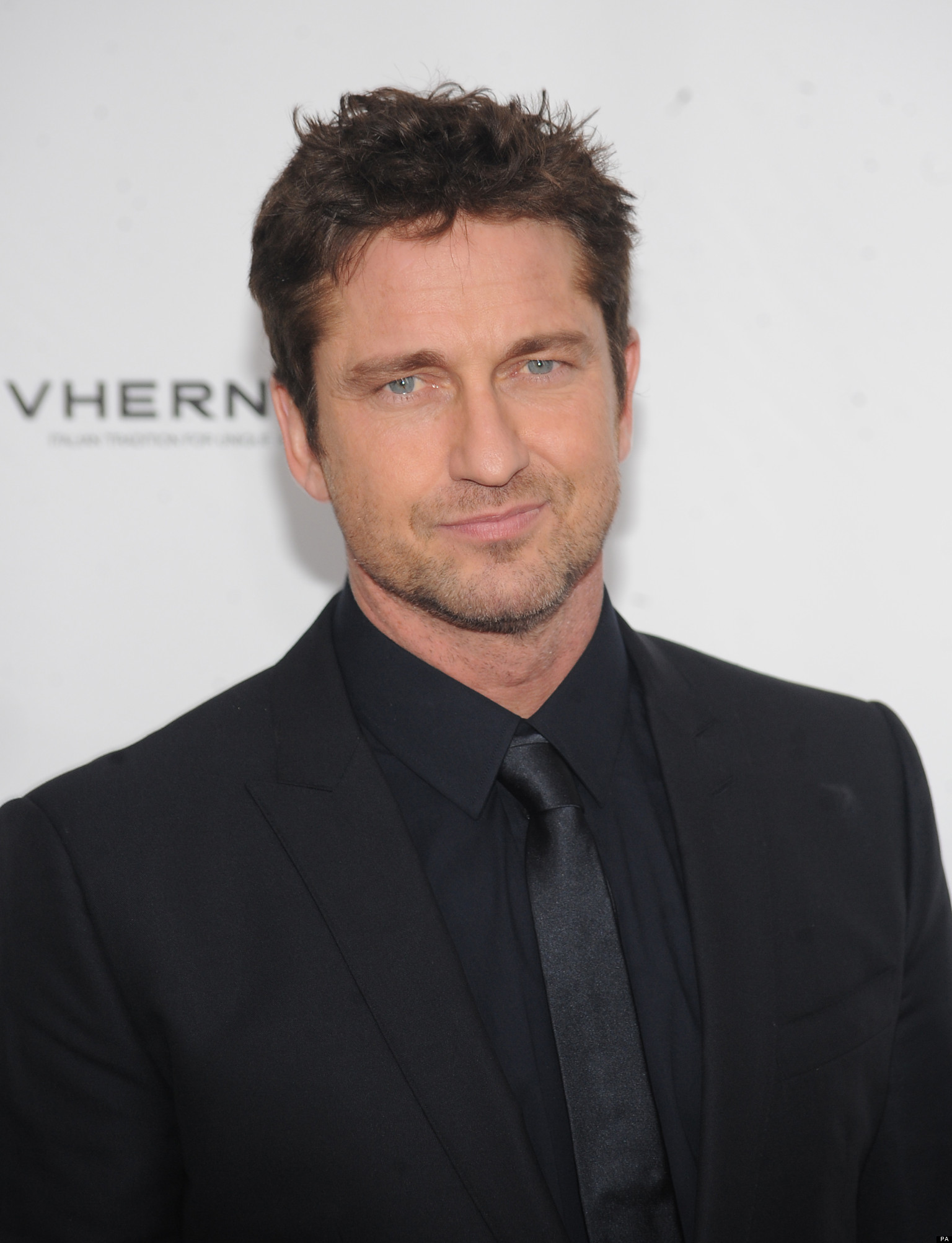Gerard Butler Tells HuffPostUK About The Surfing Accident That Nearly ...