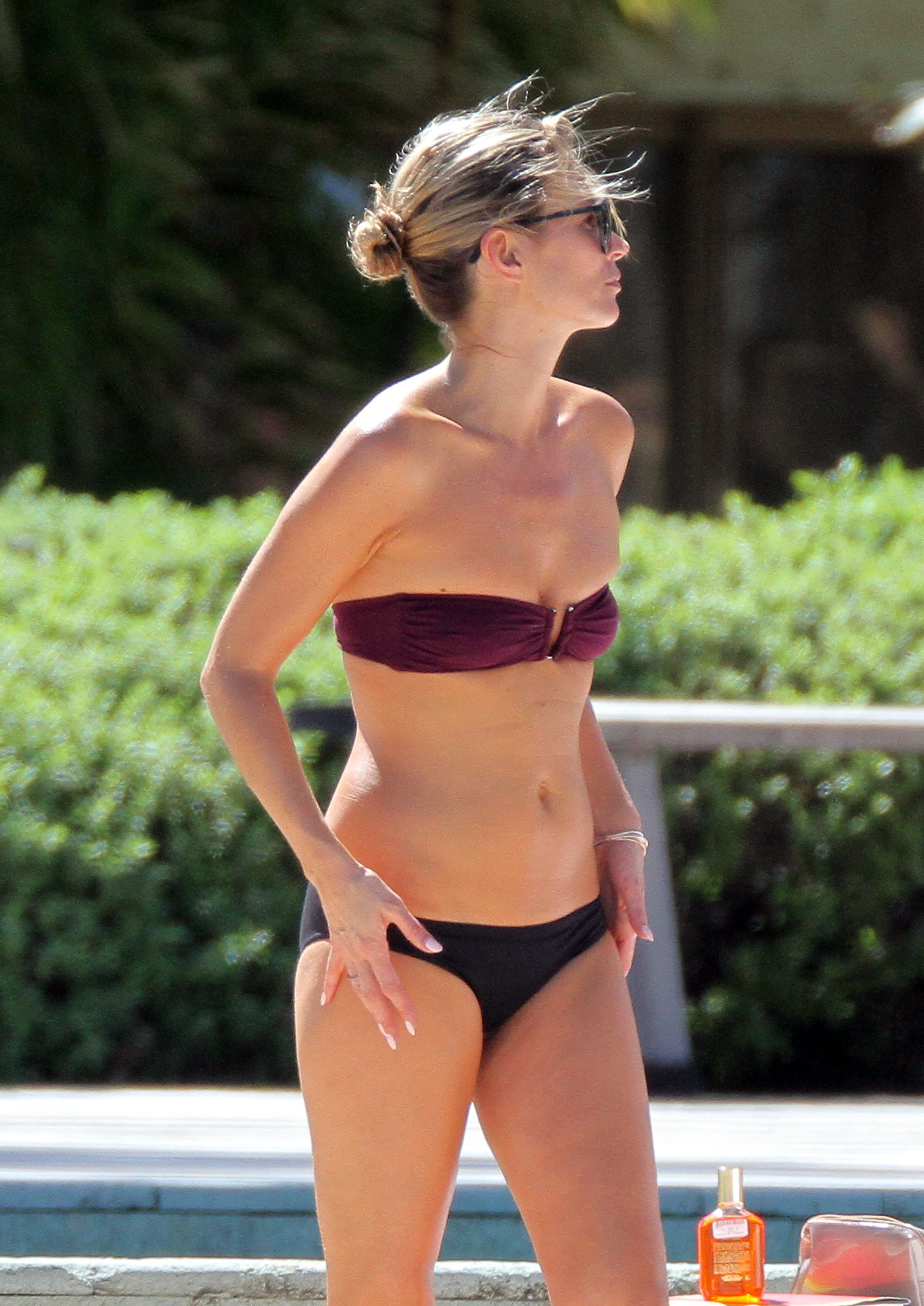 kate moss dons a tiny bikini and looks amazing (photos) | huffpost