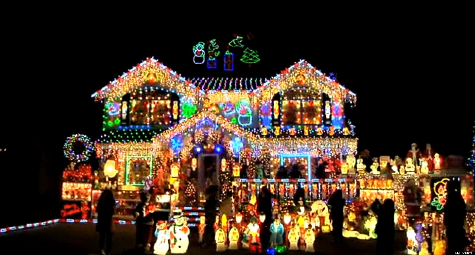 The Brightest Christmas House In NYC: MyBlockNYC Visits Kevin Lynchu0027s  Festive Queens Home (VIDEO) | HuffPost