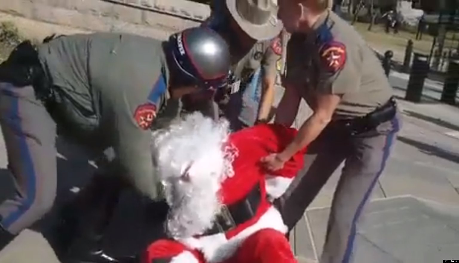 Santa Arrested In Austin For Drawing On Sidewalk With