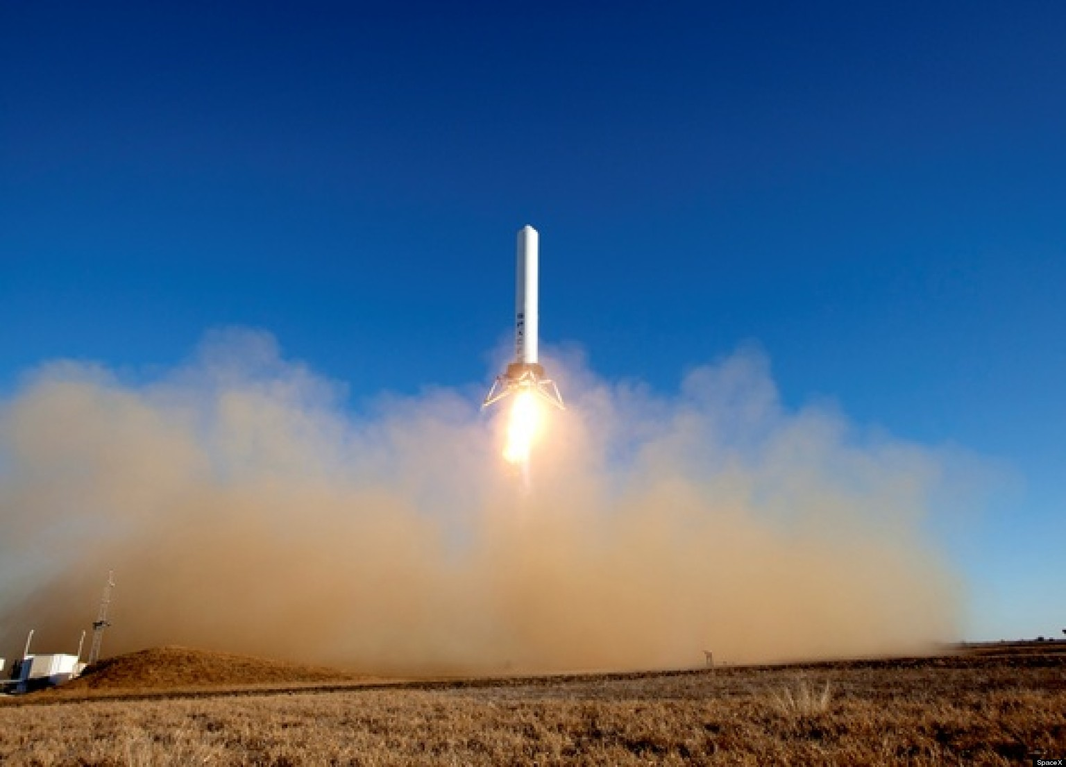 SpaceX Grasshopper Test Flight: Rocket Successfully Hovers ...