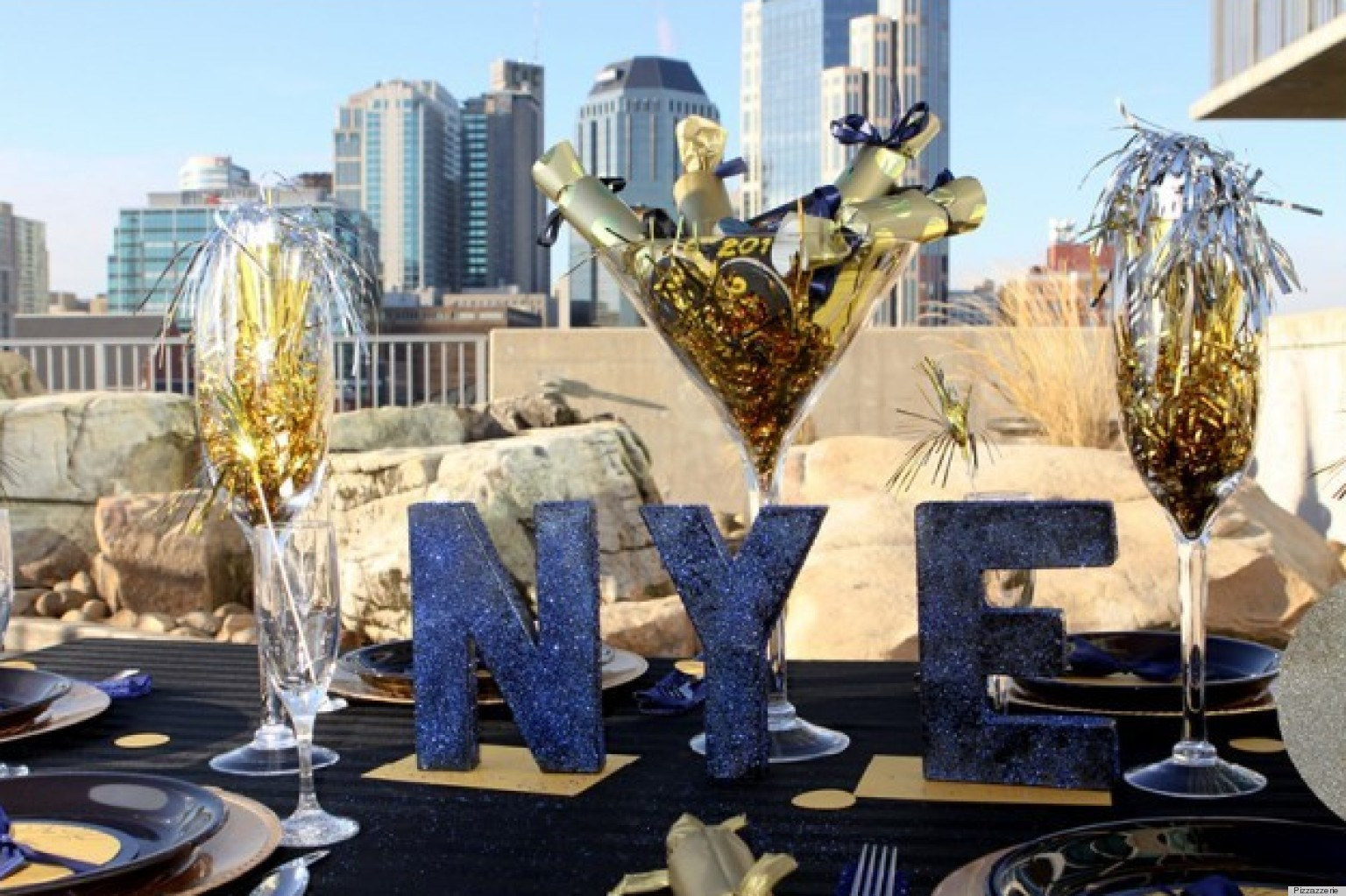 New year 39 s eve decorations that will make your party for What to make for new years eve dinner