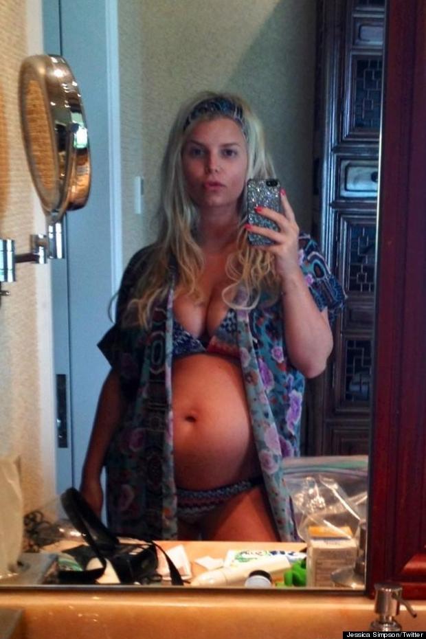 jessica simpson baby bump