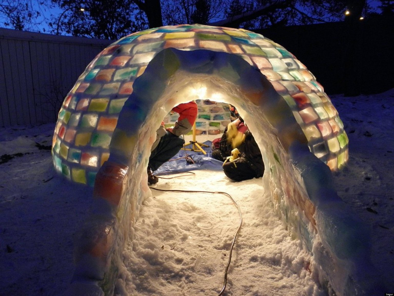 Coloured igloo in edmonton looks amazing photos for Igloo de jardin