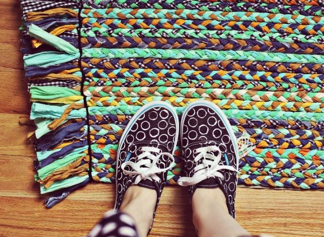 Make A Bright And Colorful Braided Rug With Fabric Ss