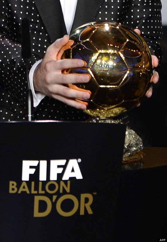 traje messi balon oro