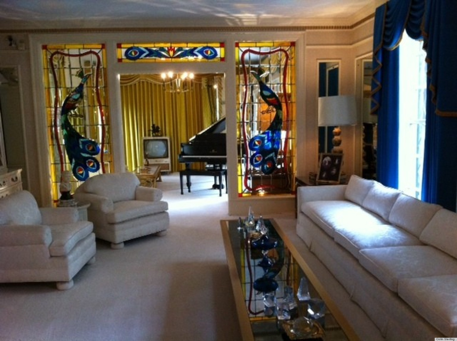 Celebrate elvis presley 39 s birthday by taking a look inside for House inside images