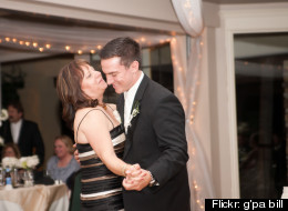 Men: Here's How To Dance At A Wedding