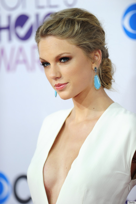 Taylor Swift Takes The Plunge At The People's Choice Awards In A Sexy
