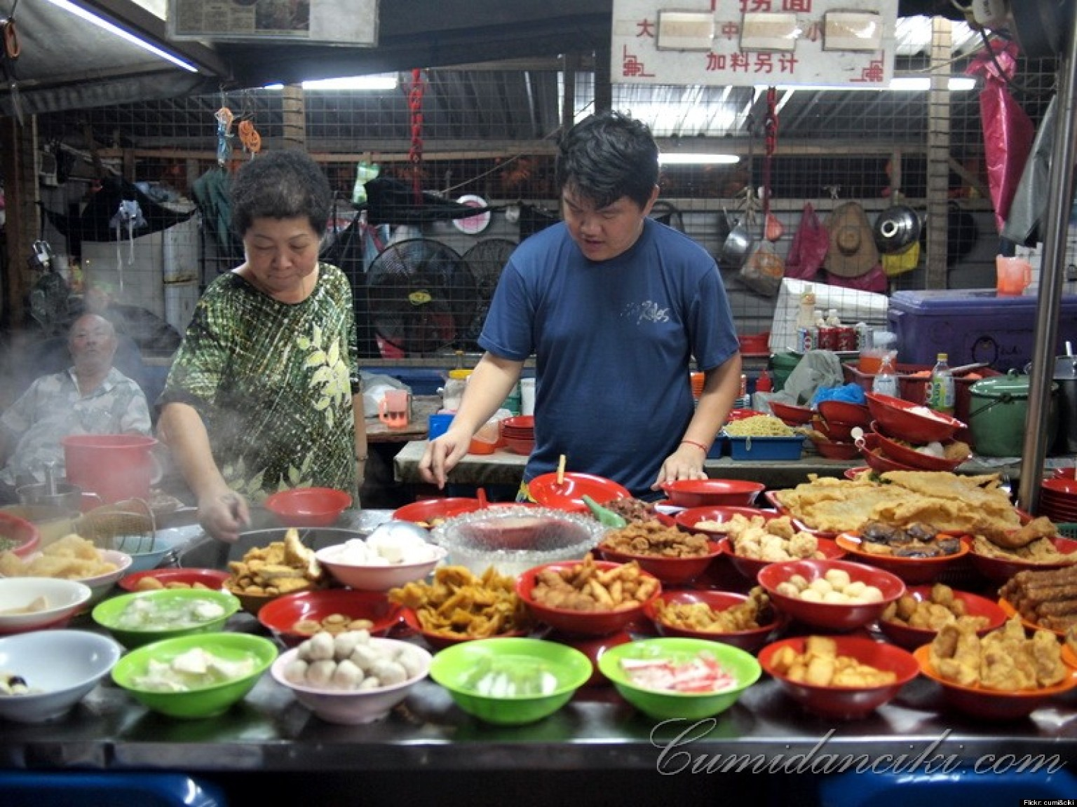 Singapore 39 s most memorable street foods huffpost for Australian cuisine singapore