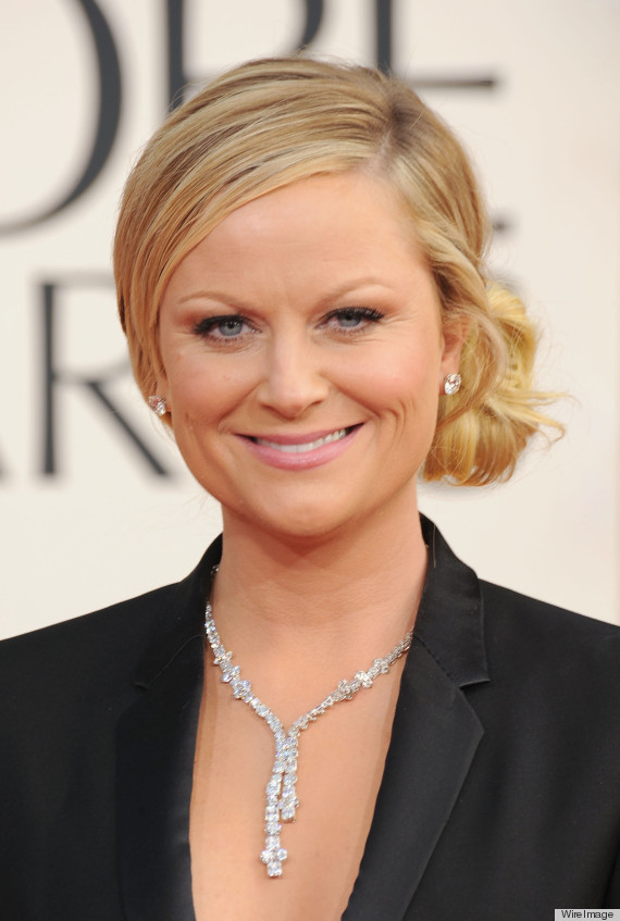 Amy Poehler Golden Globes Tuedo See The Co Host S Sey Suit
