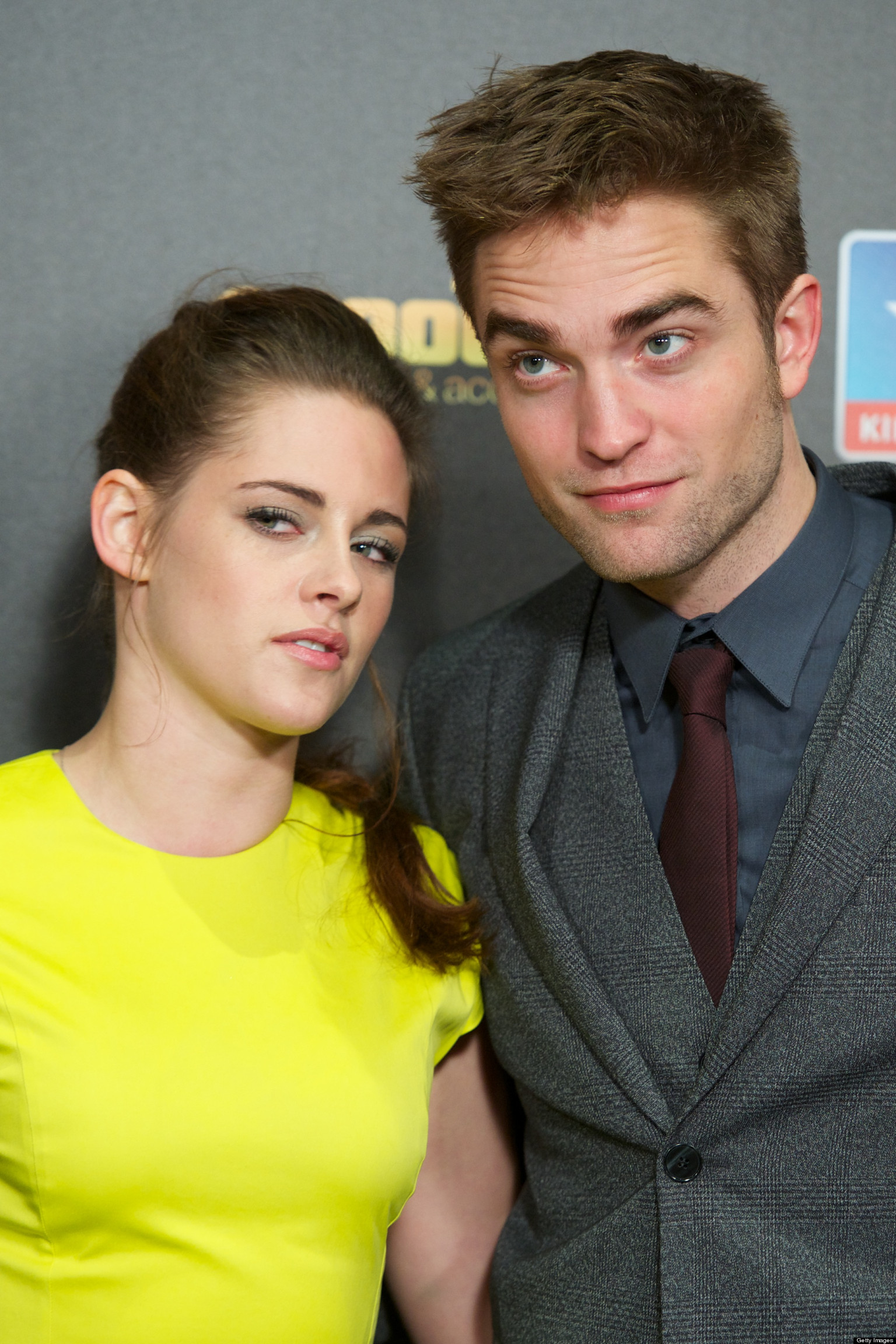 robert pattinson and kristen stewart dating again 2013 When robert pattinson and kristen stewart first got close, stewart was dating actor michael angarano some reports suggested an overlap, with stewart and pattinson being spotted holding hands just a week before angarano came to visit stewart on the twilight (2008) set.