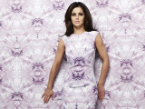 Cheryl Cole Attempts To Blend In To...