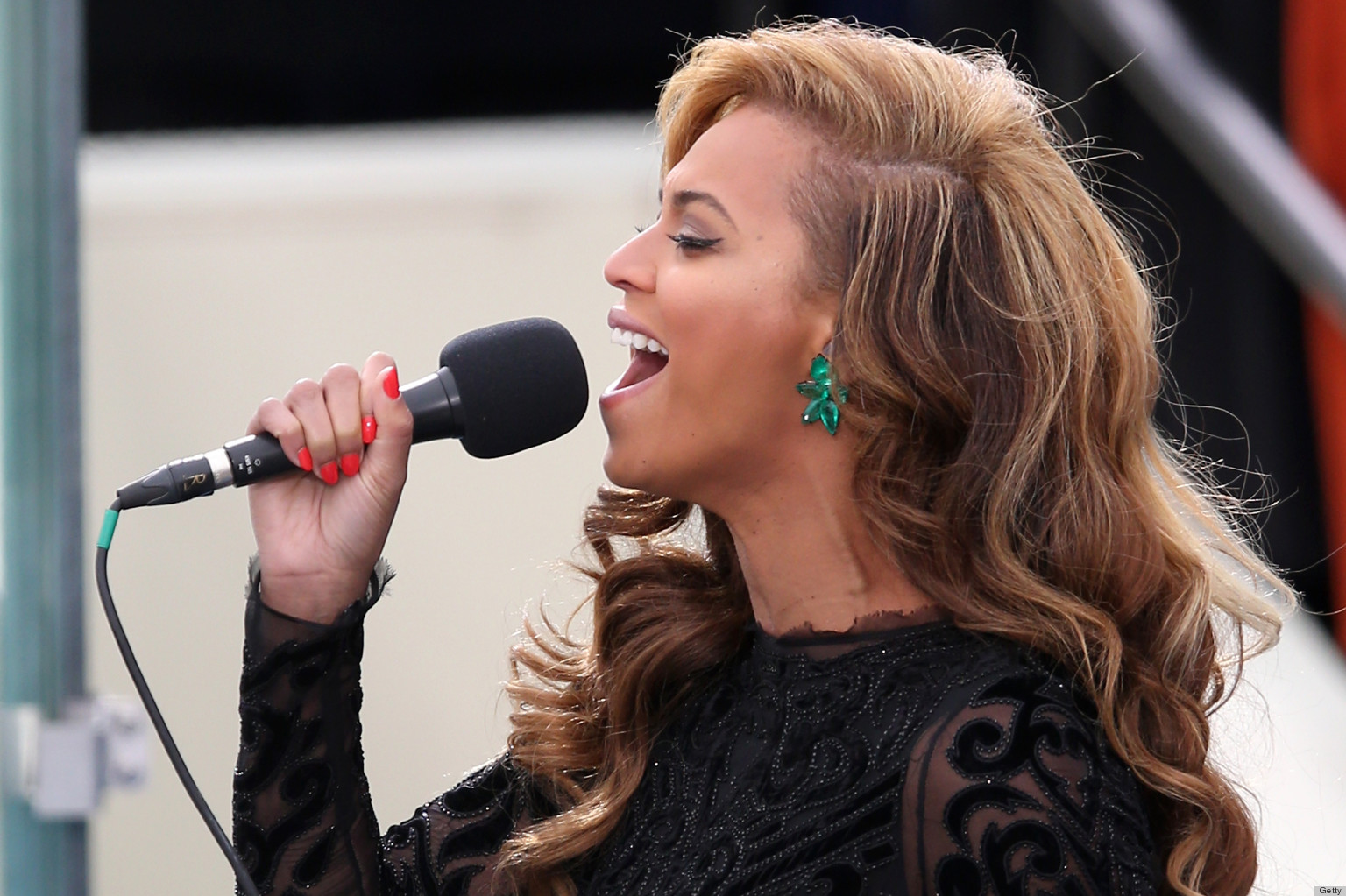 beyonce nails national anthem with hot orange manicure at