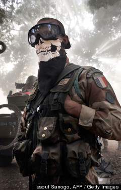 <HH--PHOTO--MALI-FRENCH-SOLDIER-MASK--952431--HH>