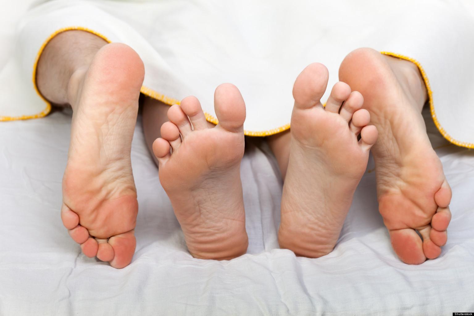 Секс с мамой под одеялом 7 фотография