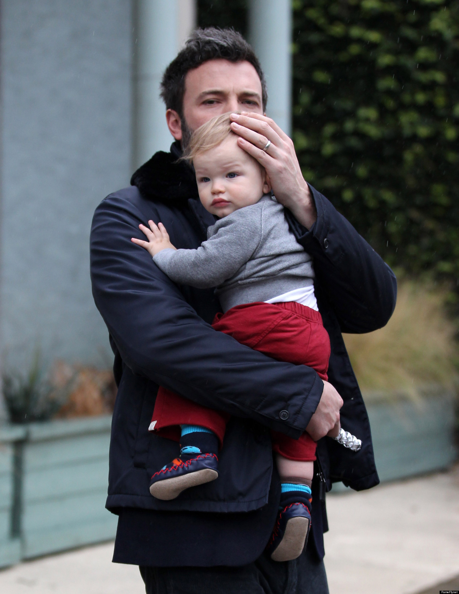 Ben Affleck, Baby Samuel Brave The Rain In Los Angeles ...