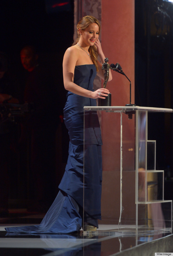 jennifer lawrence dress rip sag awards
