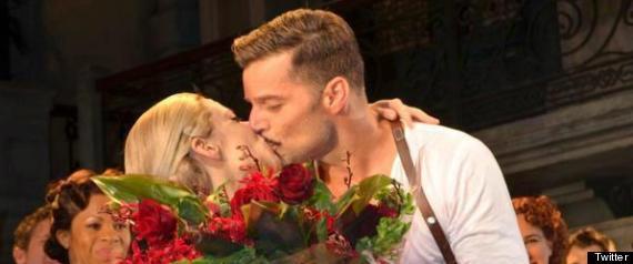 RICKY MARTIN KISSES ELENA RODGER