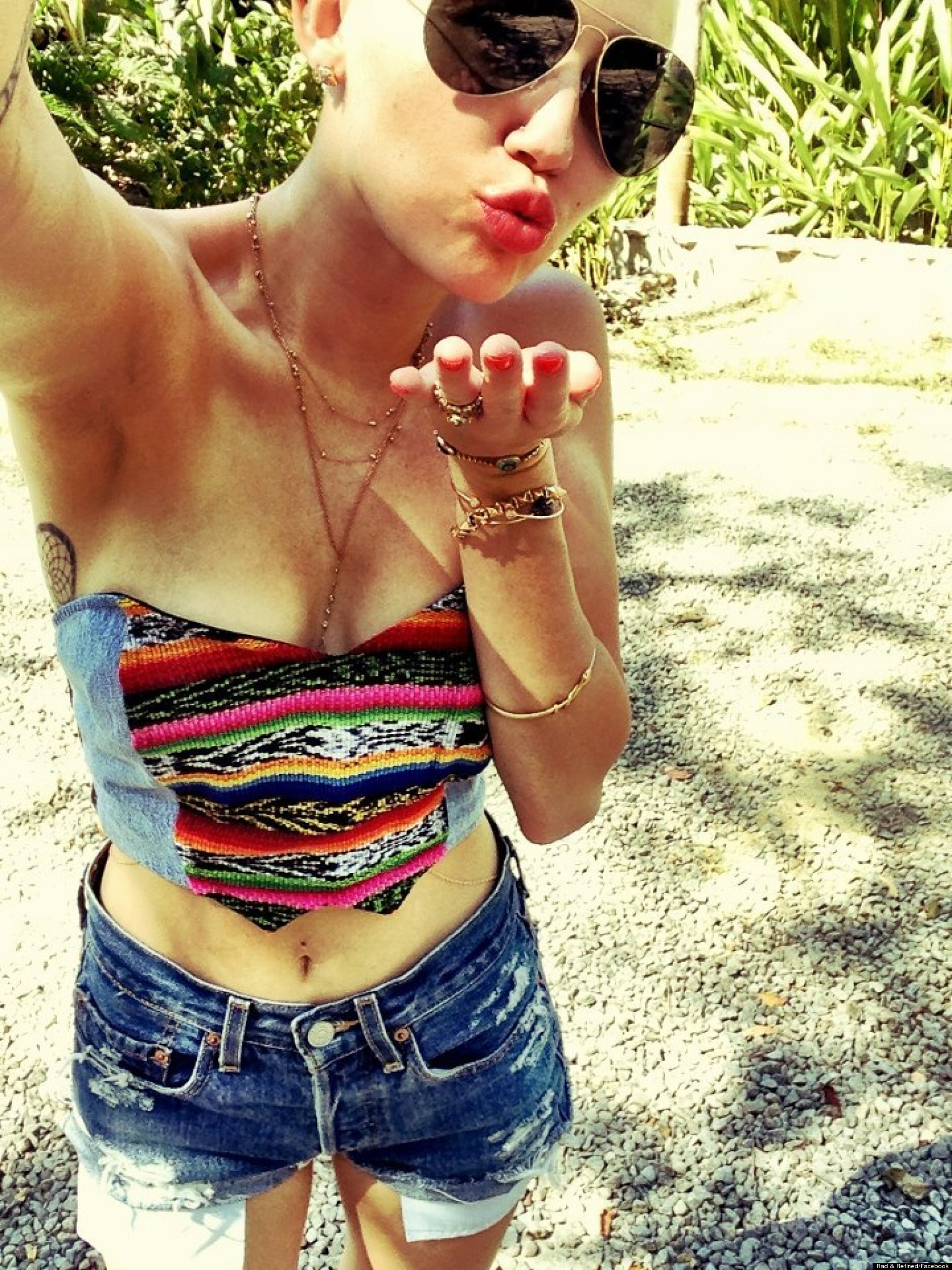 Miley Cyrus' Abs: Singer Flashes Toned Tummy In Costa Rica ...