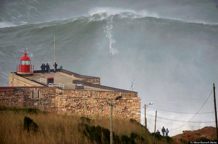 wave garrett mcnamara portugal