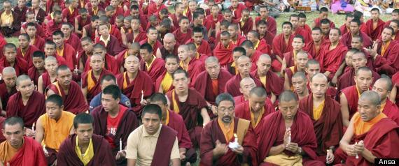 BUDDISTI IN PREGHIERA