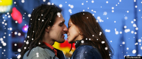 COUPLE KISSING WINTER