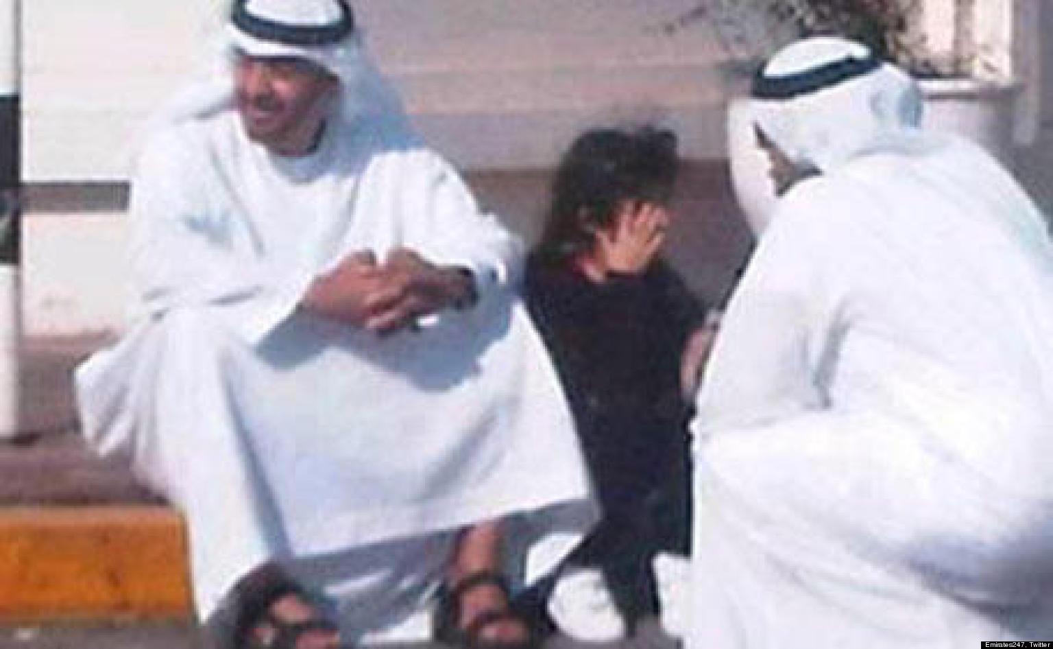 Смотреть как арабский шейх трахается с маленькой девочкой 18 фотография