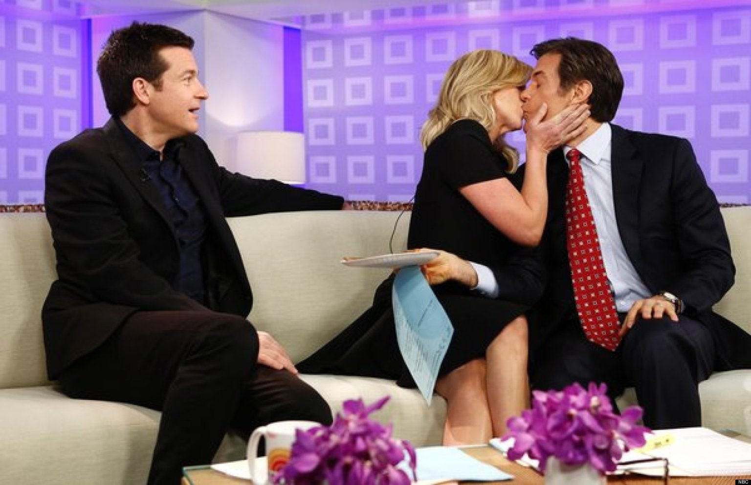 jane krakowski makes out with dr oz and jason bateman on. Black Bedroom Furniture Sets. Home Design Ideas