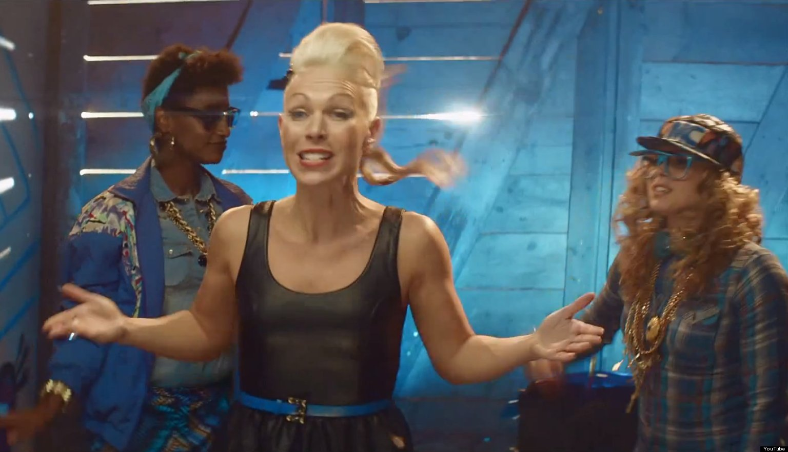 Mooncup ad pits menstrual cup against tampons in a fierce rap battle video huffpost - Diva cup italia ...