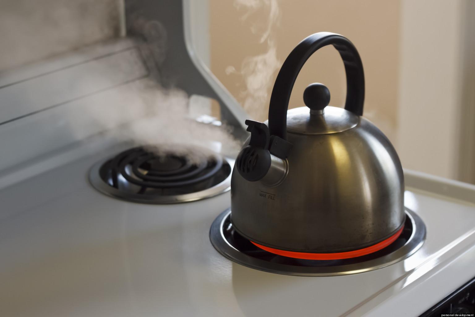 Почему шумит электрочайник при нагревании