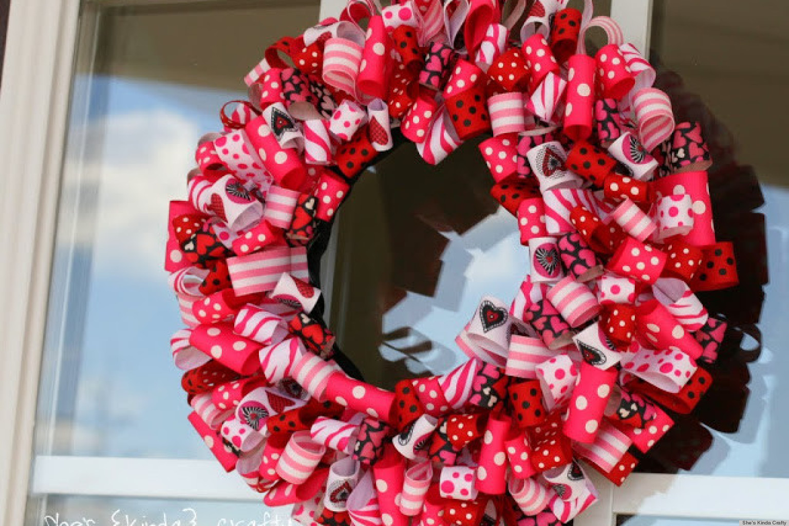 Valentine 39 s day ideas charming ribbon wreaths to adorn for Craft ideas for valentines day