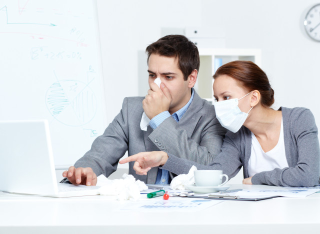 Microbes et virus au bureau: quatre heures pour contaminer les