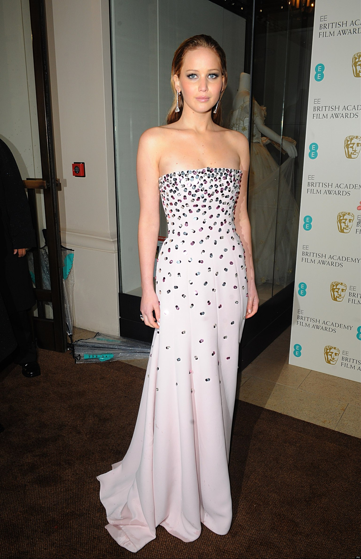 Baftas 2013 Anne Hathaway And Jennifer Lawrence Bring