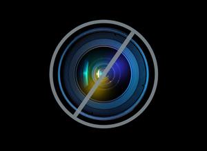 http://i.huffpost.com/gen/988210/thumbs/s-LORNE-MICHAELS-large300.jpg?6