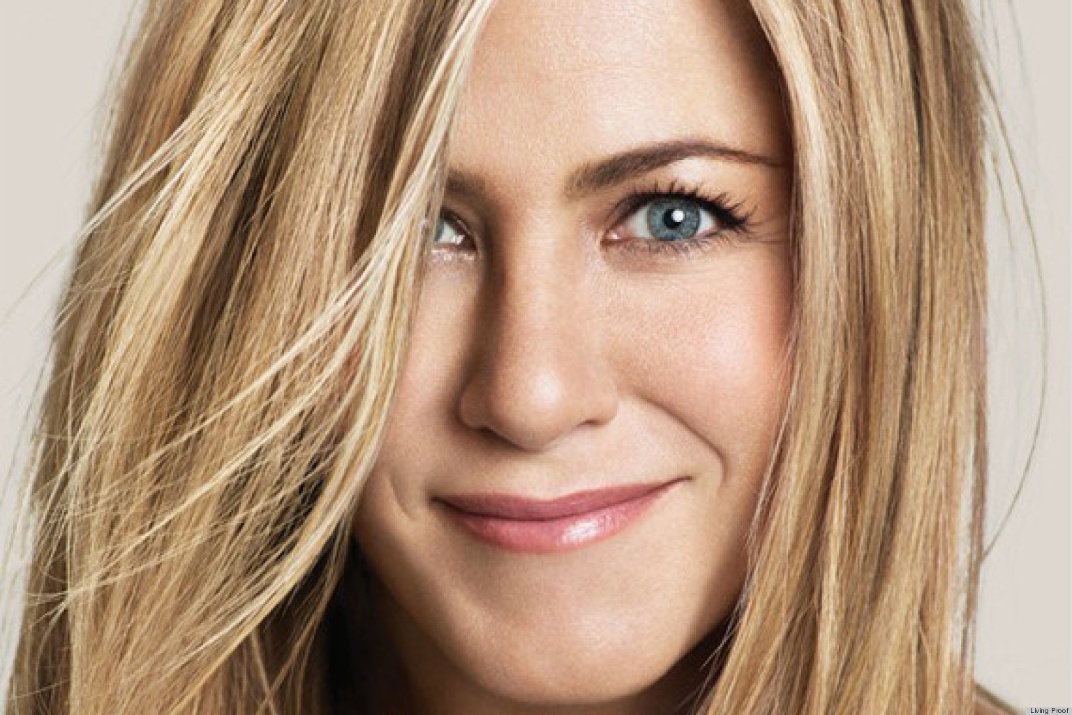 Jennifer Aniston: Jennifer Aniston's Wig Looked Like 'Pubic Hair' (PHOTOS