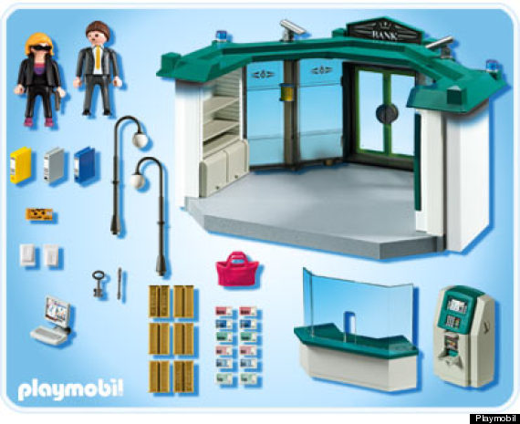 playmobil une bo te de jeu repr sentant un braquage de banque cr e la pol mique en grande bretagne. Black Bedroom Furniture Sets. Home Design Ideas