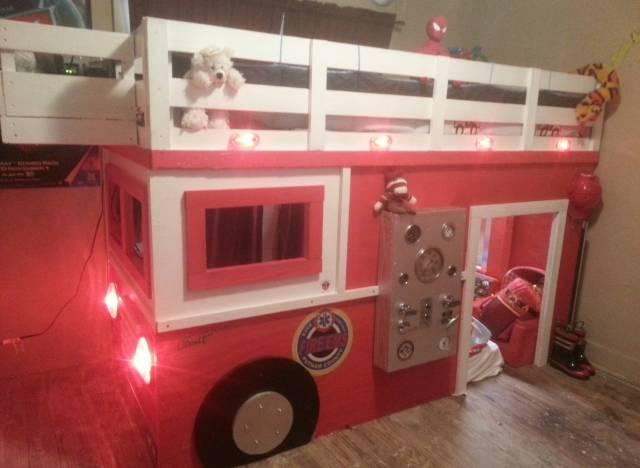 Photos un papa construit un lit en forme de camion de pompier pour son fils - Lit camion de pompier ...