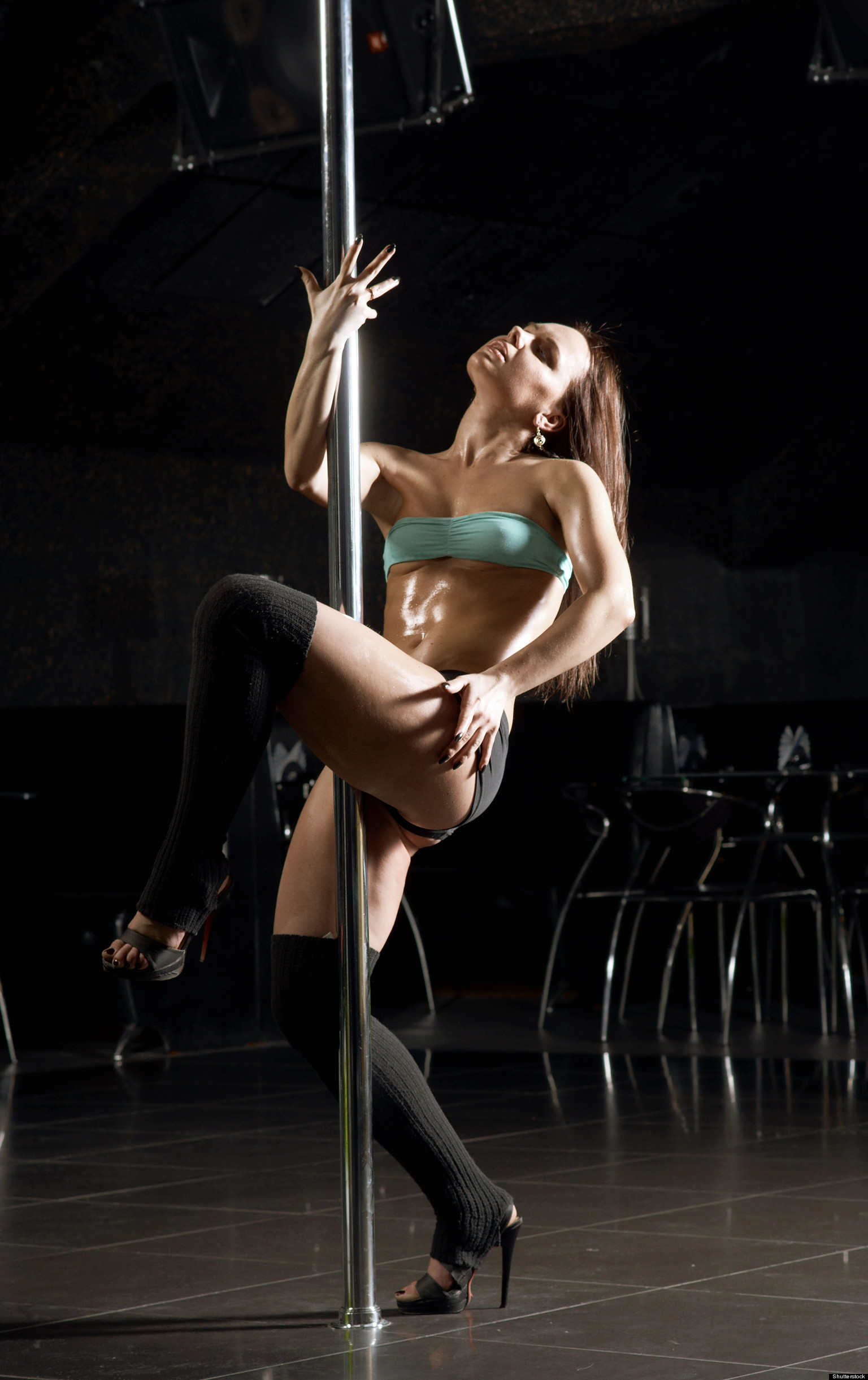 Проводница танцует стриптиз 10 фотография
