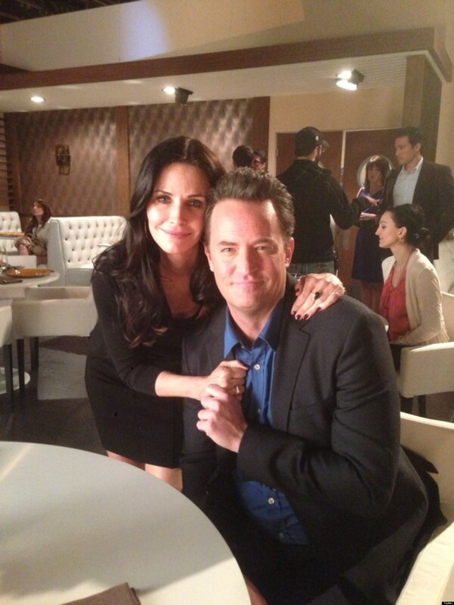 Courteney Cox Stops By 'Go On' To Reunite With Matthew ...